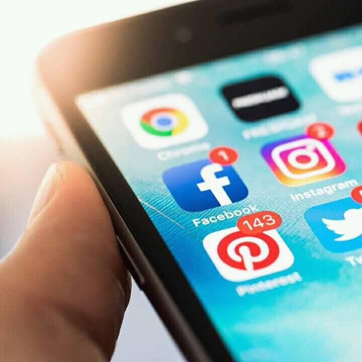 6 maneras de atraer clientes a través de las redes sociales.