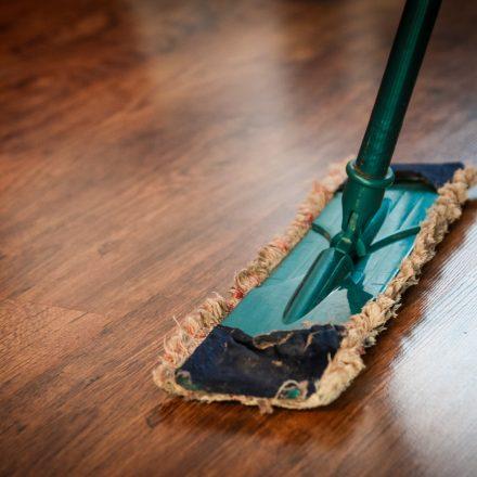 Limpieza del hogar en familia